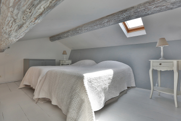 The mezzanine with 2 beds at enjoy the experience in Gordes