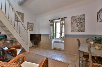 The salon with the mezzanine access