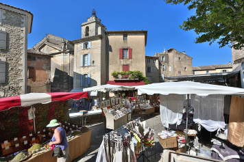 Nestled between the church and the castle The Blue Bastide